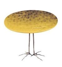 脚印桌 by meret oppenheim