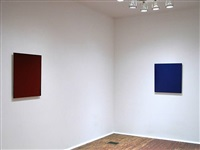 installation view - second room- red painting, 2004 (left), blue painting, 2002 (right) by joseph marioni