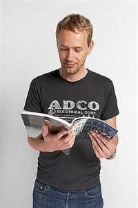 christian jankowski reads 50 parkett artists collaborations (edition for parkett 81) by christian jankowski