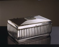 coffret rectangulaire en bronze argenté cannelé. l'intérieur est en ébène de macassar / rectangular box in silvered fluted bronze. inside in macassar ebony by émile jacques ruhlmann