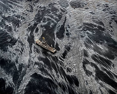 oil spill #2, discoverer enterprise, gulf of mexico by edward burtynsky