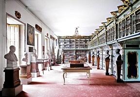 biblioteca américa universidade de santiago de compostela i 2010 by candida höfer