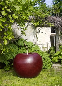pomme rouge by claude lalanne