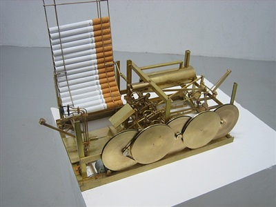 rõykende maskin kinetisk skulptur by kristoffer myskja
