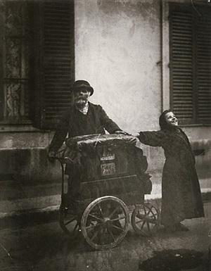 joueur d'orgue (organ-grinder and girl) by eugène atget