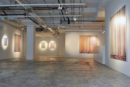 installation view - ian davenport: between the lines 5 by ian davenport