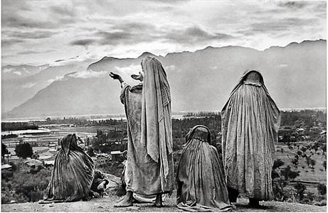 srinagar, kashmir by henri cartier-bresson