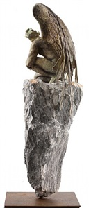 angel de rodillas en roca by jorge marín