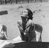 elizabeth taylor sunning herself on the marfa, texas set of