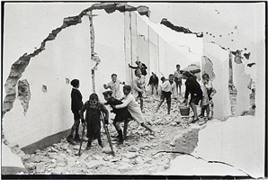 séville, spain by henri cartier-bresson