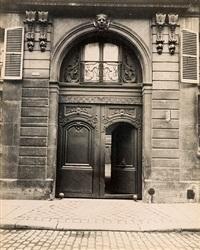 hôtel, rue de varenne 19 by eugène atget