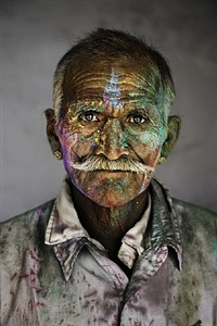 man covered in powder by steve mccurry