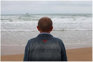 l'homme profond / deep man, from the series: voir la mer by sophie calle