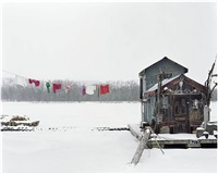 usa. winona, minnesota. 2002. peter's houseboat. sleeping by the mississippi. by alec soth