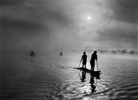 waura people fishing in the piulaga lake. upper xingu, mato grosso, brazil. by sebastião salgado