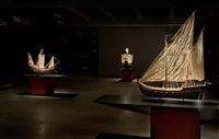 installation view 'los aristócratas de la selva y la reina de castilla' by lothar baumgarten