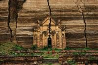 mingun pagoda, mandalay, burma by steve mccurry