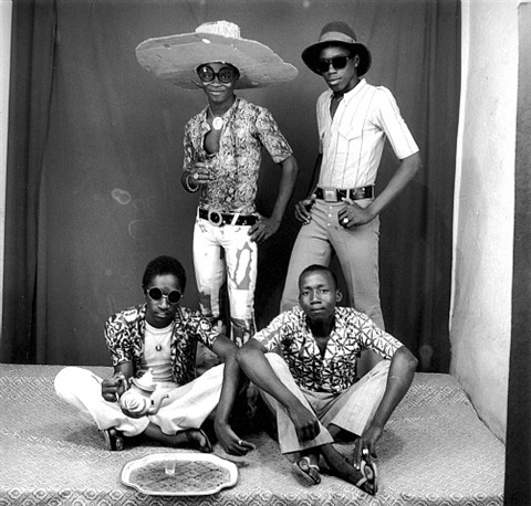 les amis des espagnoles (friends of the spanish) by malick sidibé