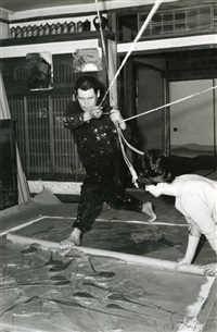 kazuo shiraga painting in his studio with the assistance of fujiko shiraga by kazuo shiraga and fujiko shiraga