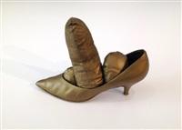 golden shoe by yayoi kusama