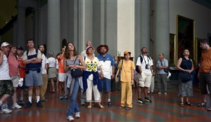 audience 7 (galleria dell´accademia) florenz by thomas struth